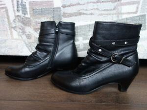 Leather ankle boots - size 6