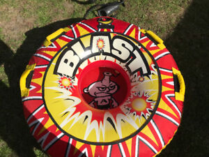 Airhead Blast- 1 Rider Towable Tube with Bodyglove Rope