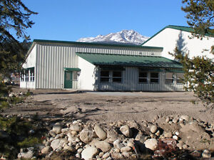 LOOKING FOR A METAL BUILDING IN PETERBOROUGH AREA?