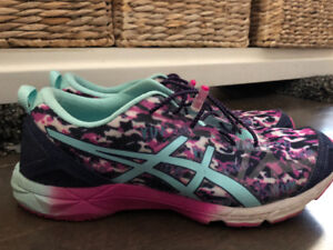 * ~ Size 10 name brand  ~ shoes ~ sandals &  runners ~ *