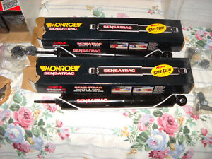 MONROE 5961 SENSA-TRAC REAR PAIR SHOCK ABSORBOR FOR FORD LINCOLN