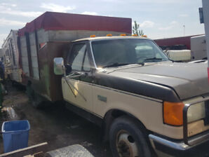 1988 Ford F350 460 V8 Manual. Dually. Hitch with 5Th Wheel