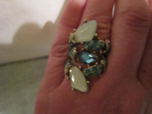 Beautiful Vintage Costume Jewelry Ring