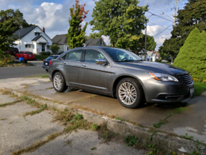 2013 Chrysler 200 Limited - LOW KM's - New tires and battery