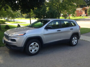 LIKE NEW JEEP CHEROKEE LOW KM ONLY 25,782KM NEED GONE OBO!!