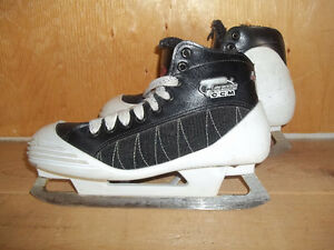 Senior Goalie Skates Size 7 (CCM Tacks 452)