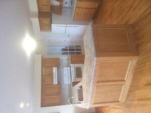 Set of kitchen cabinets