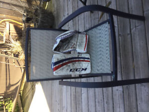 Goalie Glove and Blocker CCM extreme 400 Junior