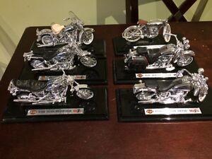 Maisto 1:18 scale chrome Die cast motorcycle set