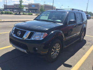REDUCED. 2012 NISSAN PATHFINDER LE