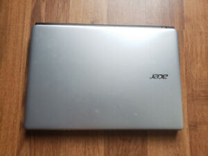 Acer E1 series Laptop with i3 8gb DDR3 RAM and 750HDD