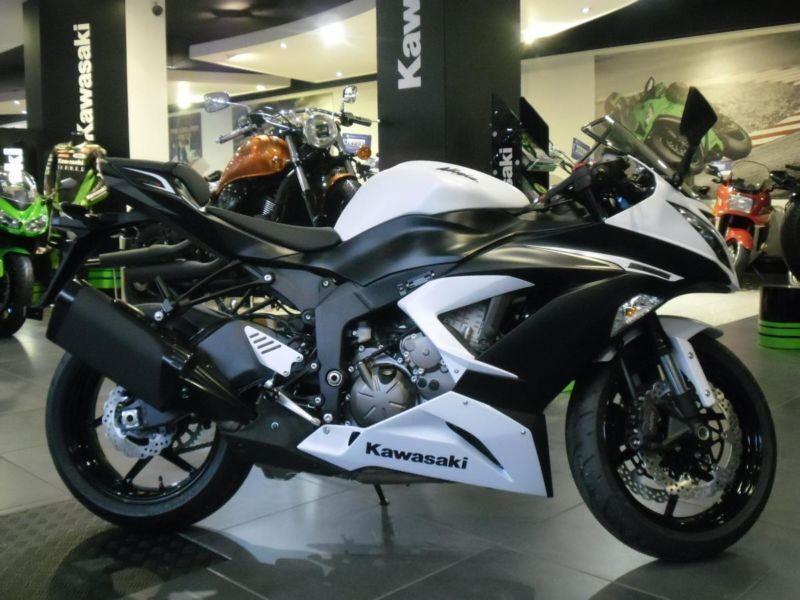 2015 kawasaki zx6r 636 2014 model. in stock and ready to go. 0