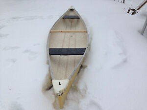 14 ft yellow fiberglass canoe $325