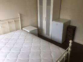 All bills included(Kingswood)great room in house share