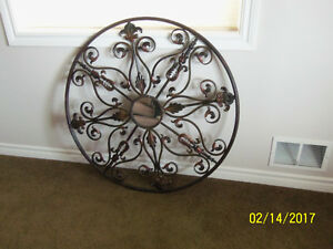Beautiful 3' diameter Decorative Wall Accent with mirror center