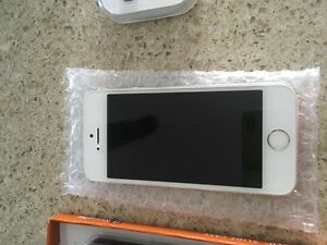 iPhone 5s 16 g locked to Rogers  Kitchener / Waterloo Kitchener Area image 1
