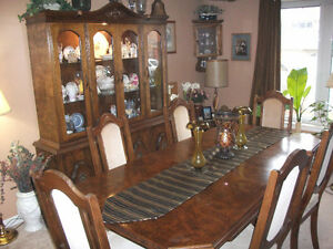 OAK HUTCH BUFFET TABLE AND 6 CHAIRS