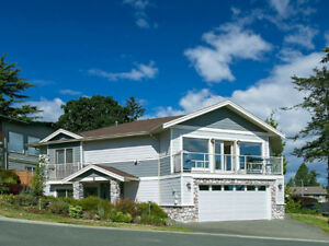 Immaculate 5 Bed/3 Bath Home with Gorge Waterfront Views/Access!