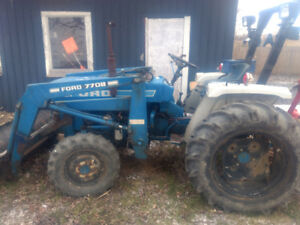 Tracteur compact Ford 1710 4x4 pelle