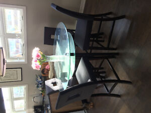 Dining set sits 4: glass table / Table ronde verre 4 pers