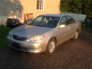2005 Toyota Camry Le Sedan 4cyl and SAFETIED
