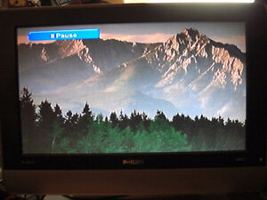 PHILIPS TV/MONITOR PLUS TOSHIBA DVD PLAYER with HD CONVERTER BOX