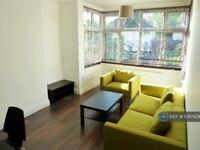 2 bedroom flat in Wembley, London, HA9 (2 bed) (#1097429)