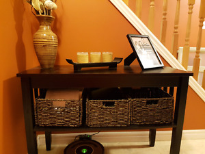 Entry table with baskets