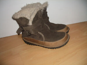 """"""""""" SOREL """""""" comfortable boots --- fit for size 9 - 9.5 US"""