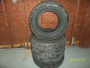 P225/75R16 Cooper Discoverer M/S Winters