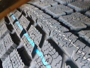 4 X 255-60-R17 ( REMPLACE 245-65-R17) TOYO TIRE NEUFS