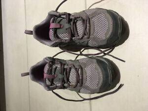 Grey / purple Columbia hiking shoes, size 5