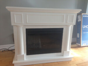 Electric fireplace- mint condition-priced to Sell