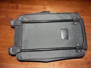 Small size nylon suitcase. Cambridge Kitchener Area image 3