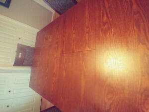 Oak dinning room and 6 chairs
