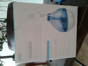 Moving :  small humidifier in excellent condition