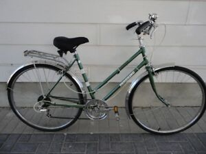 Fully Equipped  Commuter Bike With Fenders & Cargo Rack!