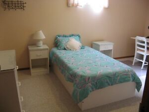 1 BEDROOM FURNISHED WITH KITCHENETTE