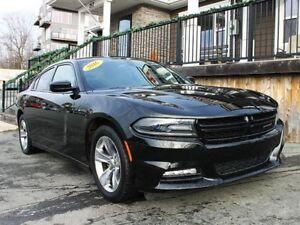2016 Dodge Charger SXT / 3.6L V6 / Auto / RWD **Like New**