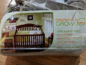 Baby Crib with bedding assembly