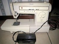 Excellent working Singer Stylist 522 Zig Zag Sewing Machine