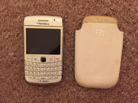 Blackberry Bold (White) with case