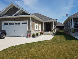 Stunning Townhome Fully Finished - Kingsville