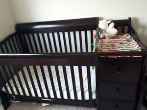 SORELLE Baby crib w/ change table and dresser attached!