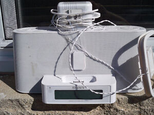 SONY I PHONE DOCK WITH ALARM CLOCK Stratford Kitchener Area image 1