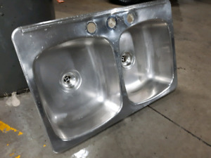 Stainless Steel Double Basin Kitchen Sink with Copper Plumbing