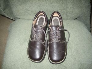 Softmoc brown grained  leather oxford style - size 8, worn once