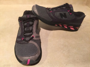 Women's New Balance Running Shoes Size 8.5 London Ontario image 5