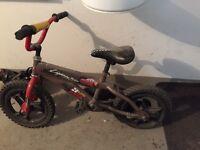 Vélo enfant avec petite roue arrière amovible