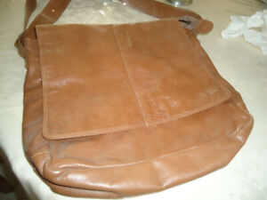 **WOMEN'S LEATHER BAG**